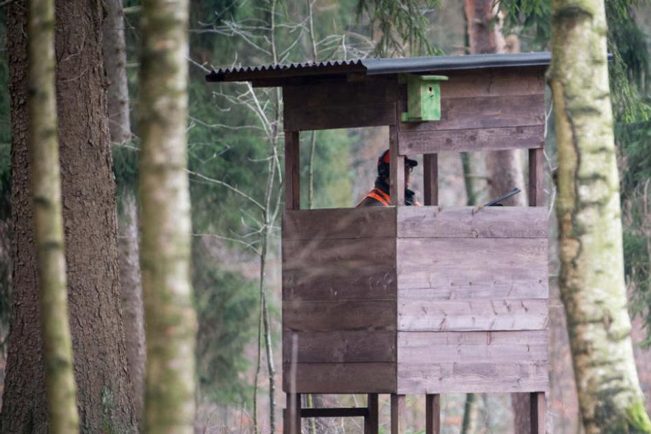 Ein Mann fand den 33-Jährigen in einem Hochsitz (Symbolfoto).