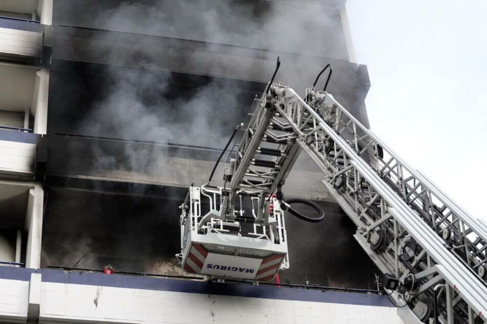 Chemnitz: Feuerwehreinsatz im Heckertgebiet: Wieder Brand in Plattenbau