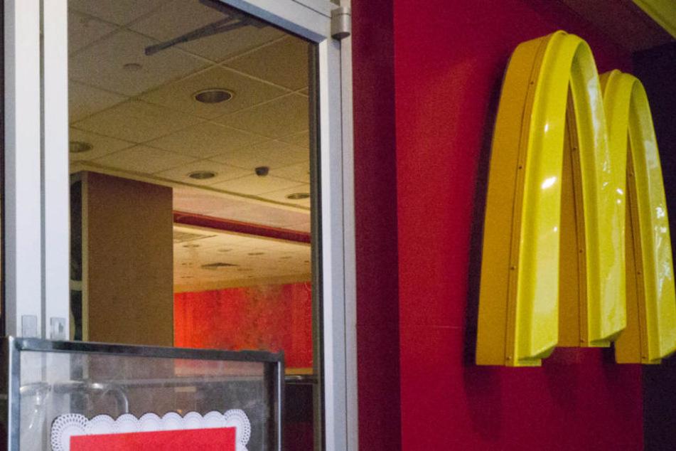 Überfall auf McDonald's: Räuber bedroht Mitarbeiter mit Pistole