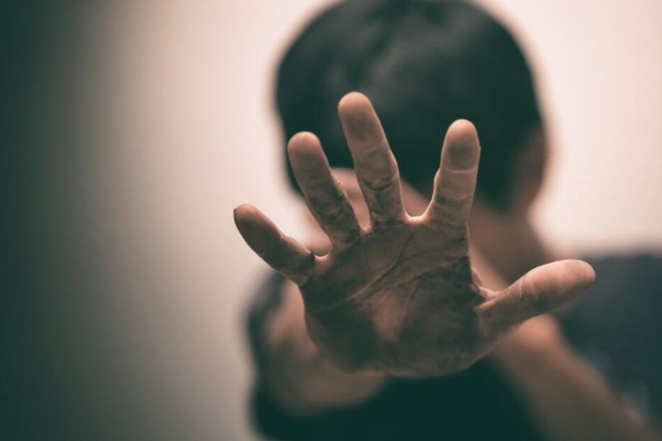 Immer wieder wurde der Sohn gequält und misshandelt. (Symbolbild)