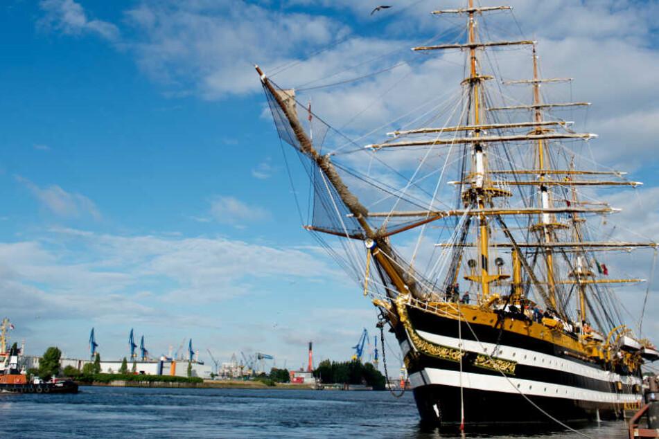 """""""Amerigo Vespucci"""" - hier in Hamburg - ist bei der Hanse Sail in Rostock dabei. (Archivbild)"""