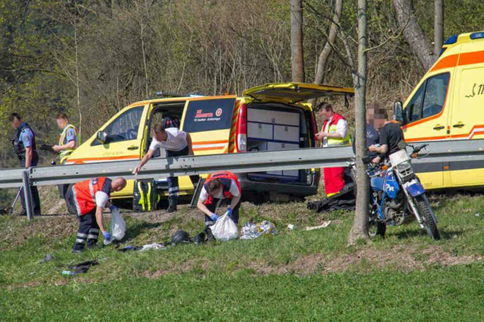 Der Motorradfahrer war gegen die Leitplanke gefahren.