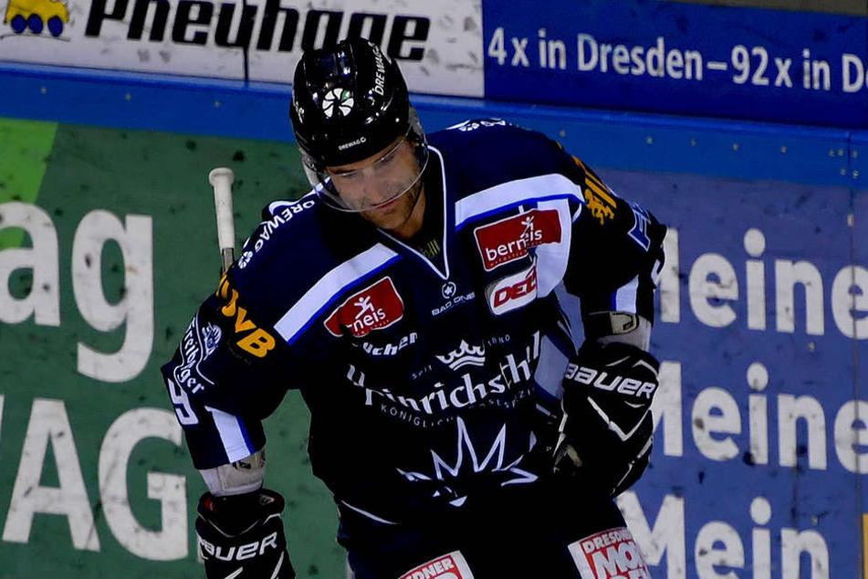 Der Kopf enttäuscht aufs Eis gerichtet, dass ist eine typische Szene von Matt Siddall aktuell. Bekommt der Kanadier noch die Kurve?