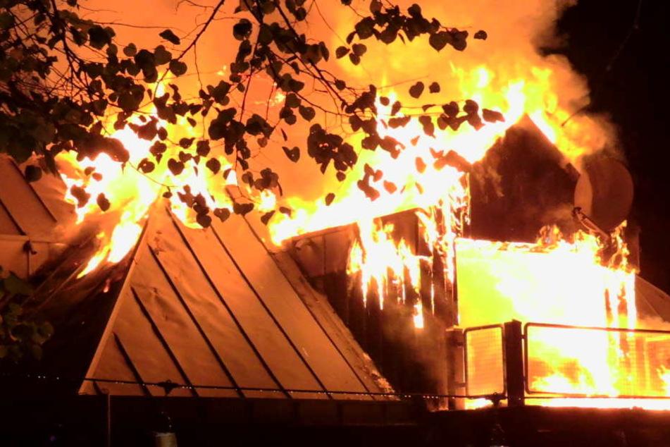 Das Vereinsheim ist teilweise bis auf die Grundmauern niedergebrannt.