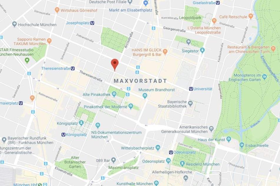 In der Arcisstraße in München hat ein Mann seine vormalige Frau bedroht und angegriffen.