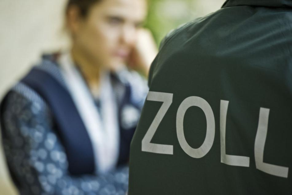 Zollbeamte entdeckten bei Kontrollen im Saalekreis 30 osteuropäische Beschäftigte ohne gültiges Visum. (Symbolbild)