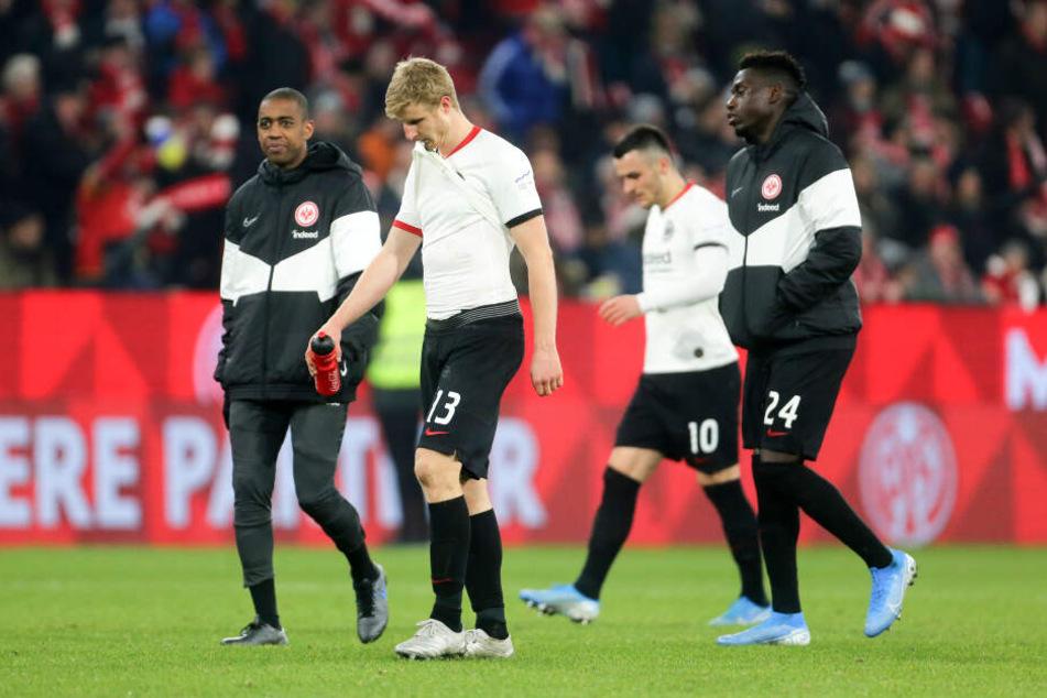 Am Ende setzte es für die dezimierte Eintracht in Mainz eine weitere Auswärtsniederlage.