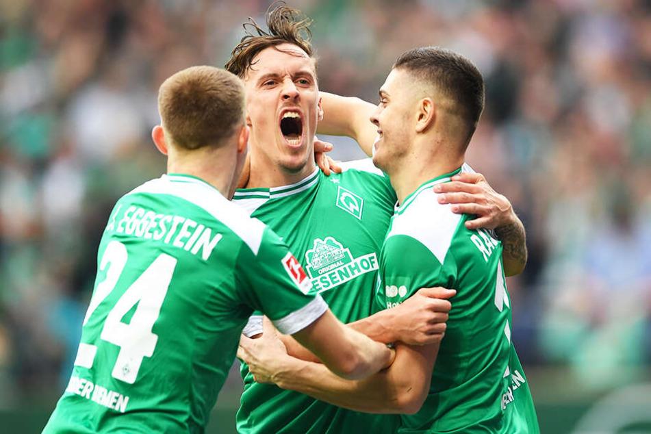 Max Kruse (M.) ist in überragender Form: In den letzten fünf Spielen traf der Bremer Kapitän sechs Mal und bereitete vier weitere Tore direkt vor.