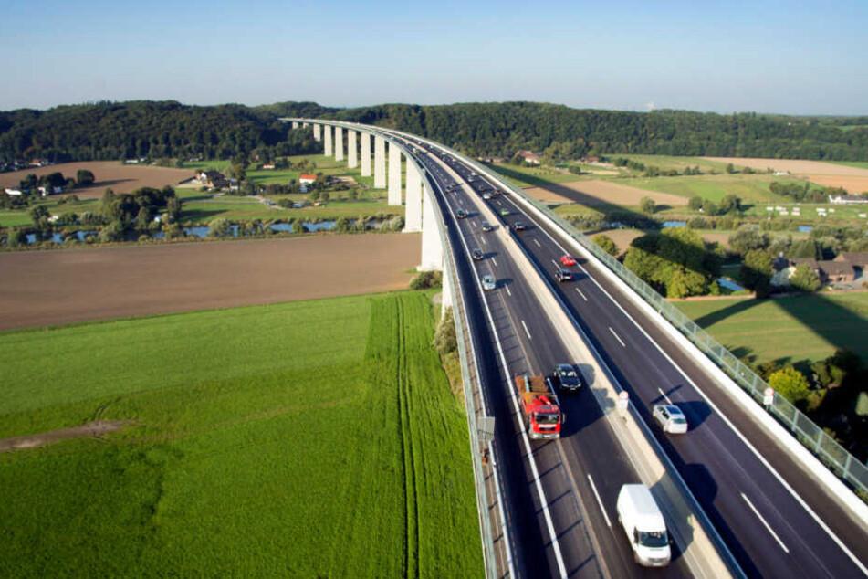 Die Ruhrtalbrücke (A52). Die Straßenbaubehörde NRW hat Reisetipps für den Kurzurlaub in die Niederlande herausgegeben.