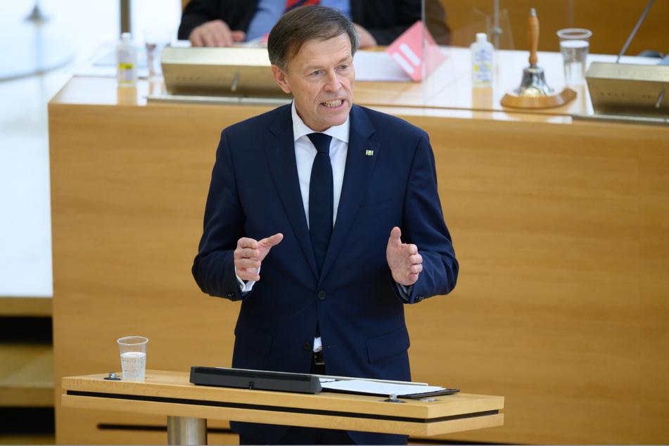 Dresden: Matthias Rößler (CDU) spricht bei einer Landtagssitzung im Plenum.