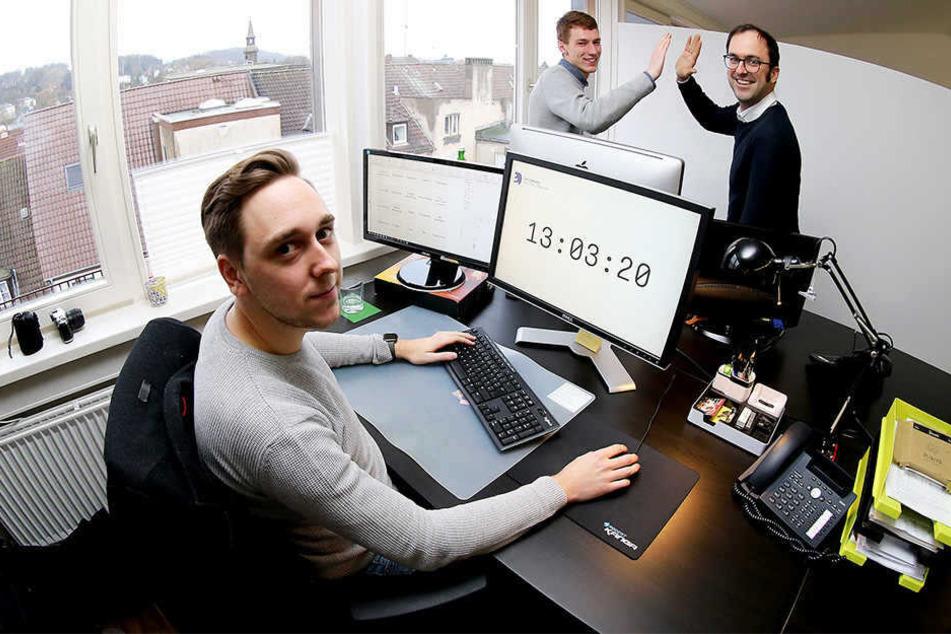 Lasse Rheingans (r.) führte bei seiner Agentur einen Fünf-Stunden-Tag ein.