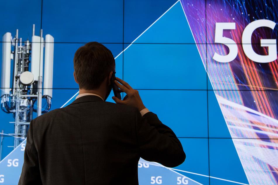 5G soll es Kunden unter anderem ermöglichen, Klamotten vor der Online-Bestellung mit einer Augmented-Reality-Anwendung virtuell anzuprobieren. (Symbolfoto)