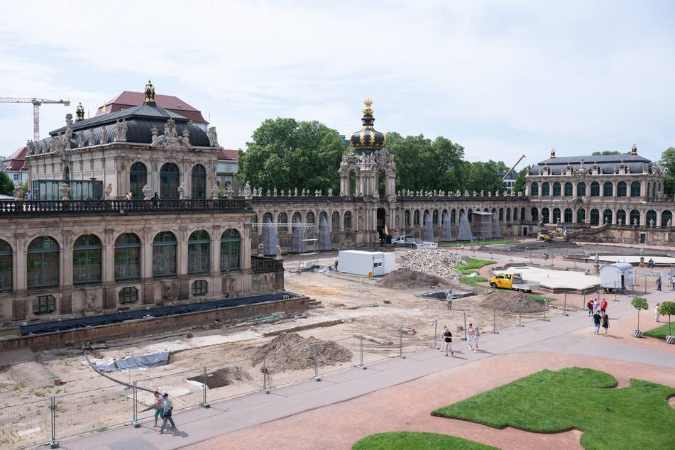 Im Zwinger wird derzeit aufwendig der Innenhof saniert. Dabei fanden sich die Überreste von Pöppelmanns Garten.