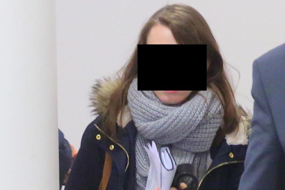 Jana S. (21) soll ihr Baby massiv geschlagen haben.