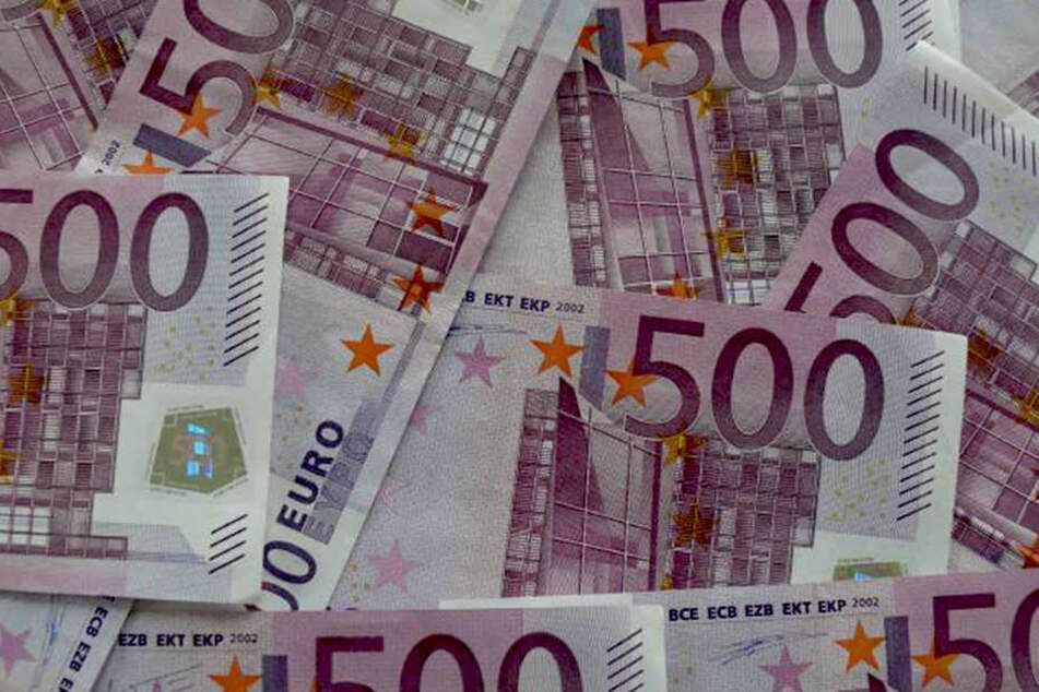 Der 42-jährige Österreicher fand im Keller bündelweise 500-Euro-Scheine...