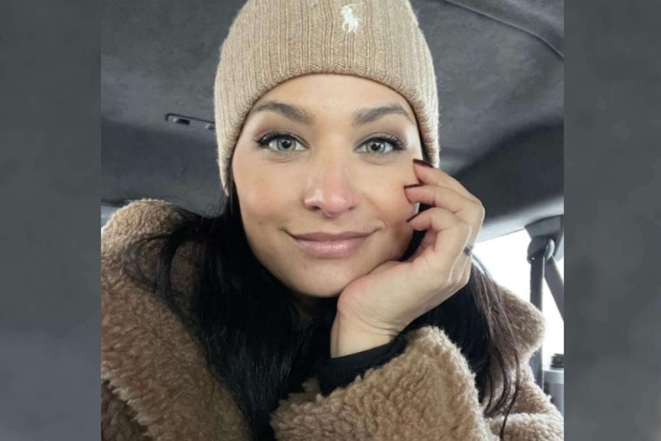 """Amira Pocher (28) hat krasse Zeiten hinter sich. Als sie nach Deutschland kam, war sie quasi mittellos. In ihrem Podcast """"Hey, Amira!"""" sprach sie über diese schwere Zeit."""