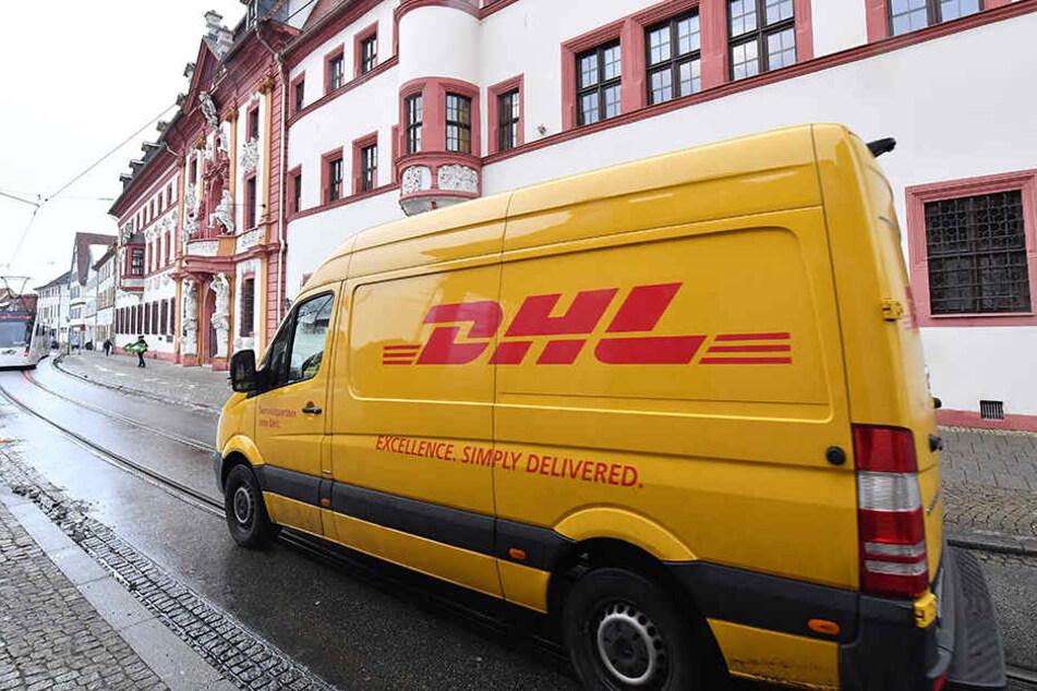 Ein verdächtigtes DHL-Paket legte kurzzeitig die Darmstädter Innenstadt lahm (Symbolbild).