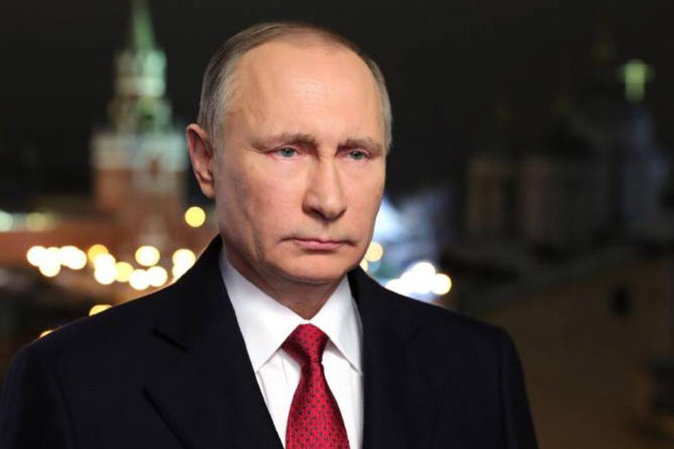 Aus eigenem Interesse soll Wladimir Putin die Wahl in den USA durch Hacker manipuliert haben. Er bestreitet die Vorwürfe,