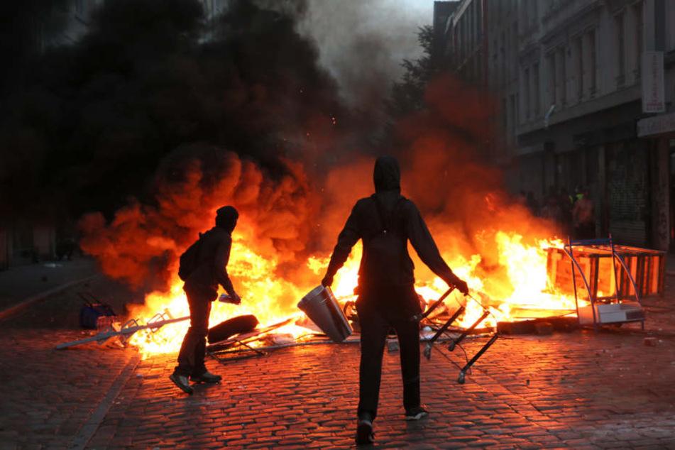 Brennende Barrikaden auf der Sternschanze waren ein Tiefpunkt der Proteste gegen den G20-Gipfel im vergangenen Jahr in Hamburg (Archivbild).