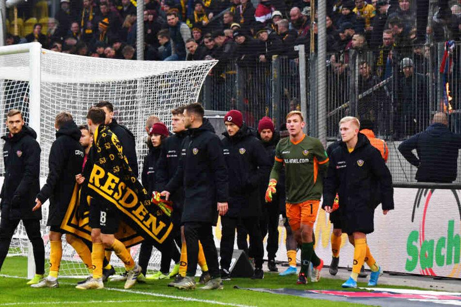 Das Band zwischen Mannschaft und Fans ist spätestens seit dem Auftritt in Osnabrück zerschnitten.