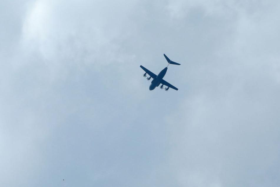 Dieser Tage fliegen wieder vermehrt Militärtransportflugzeuge über Dresden.