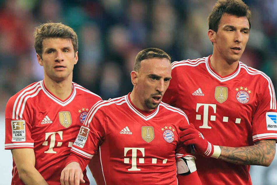 Mandzukic mit seinen damiligen Müncher Kollegen Thomas Müller und Franck Ribery. Wird der Kroate nächste Saison Bayern-Jäger?