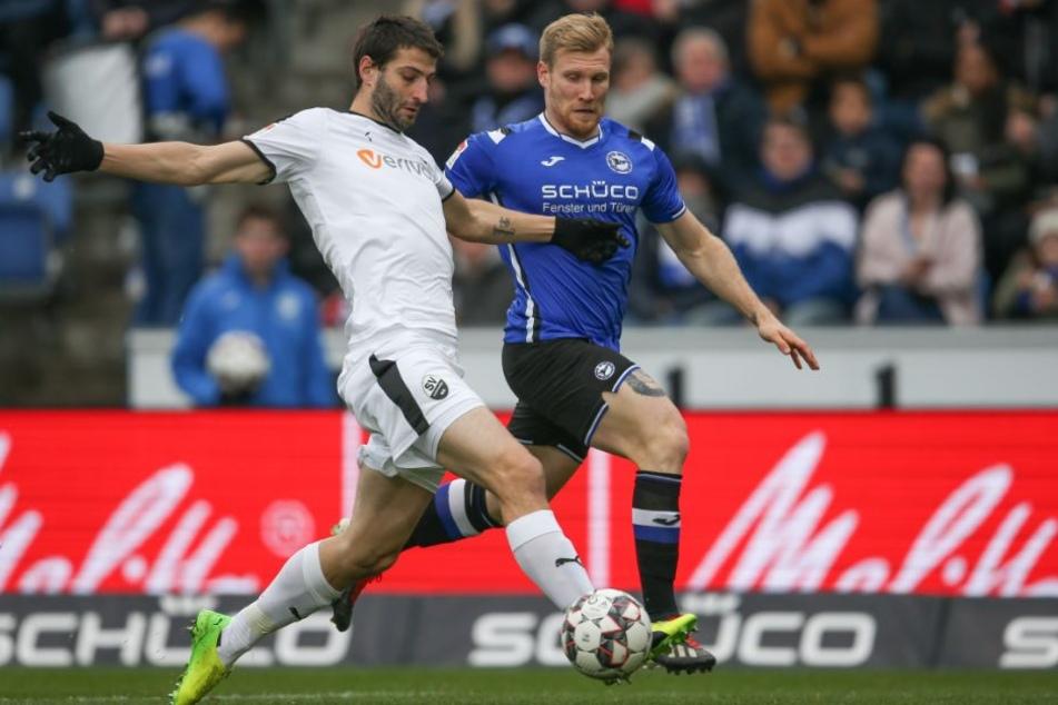 Im Kampf um den Ball dominierten die Bielefelder in der ersten Halbzeit.