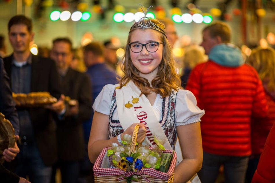 """Zwiebelkönigin Franziska (18) gehört jetzt zum sächsischen """"Land-Adel""""."""