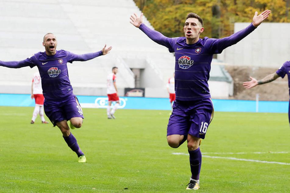 """Mario Kvesic jubelt über sein 1:0 für die """"Veilchen""""."""