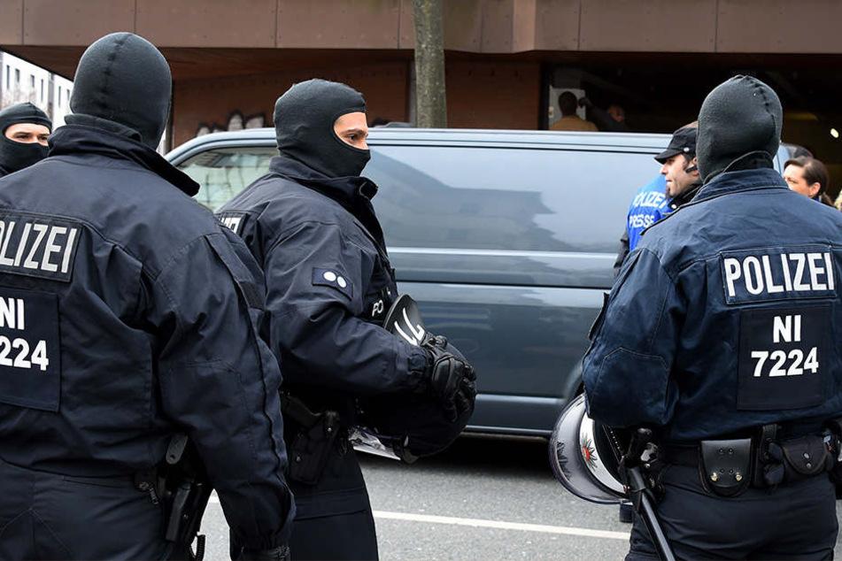 In mehreren Ländern konnten Ermittler Verdächtige festnehmen. (Symbolbild)