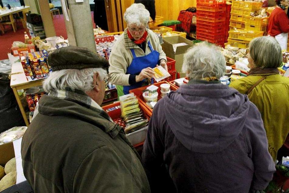 Viele Menschen in Sachsen gelten als arm. Immerhin sinkt die Armutsquote.