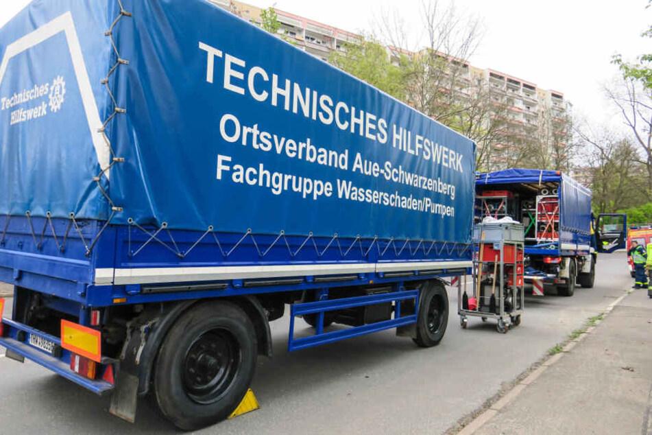 Das Technische Hilfswerk war mit einer Spezialpumpe aus Aue gekommen.