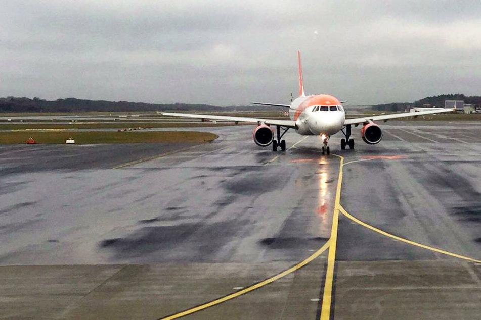 Auf dem Hamburger Flughafen ging aufgrund eines Unwetters nichts mehr. (Symbolbild)