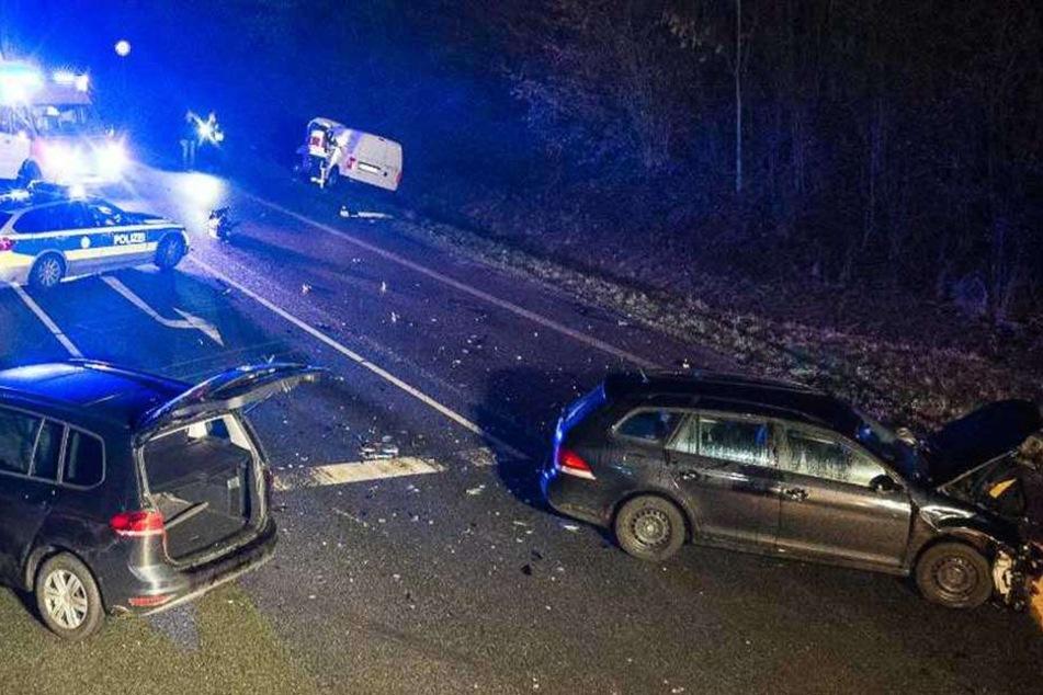 Rote Ampel missachtet: Fünf Verletzte bei schwerem Kreuzungscrash