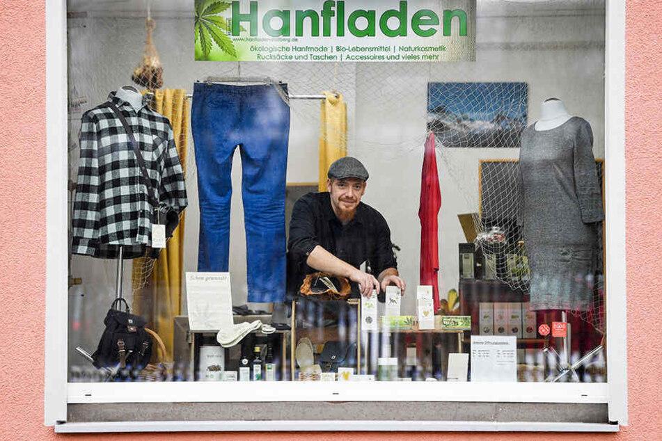 Im Stollberger Hanfladen gibt es außer Mode auch Taschen, Kosmetik und Lebensmittel.