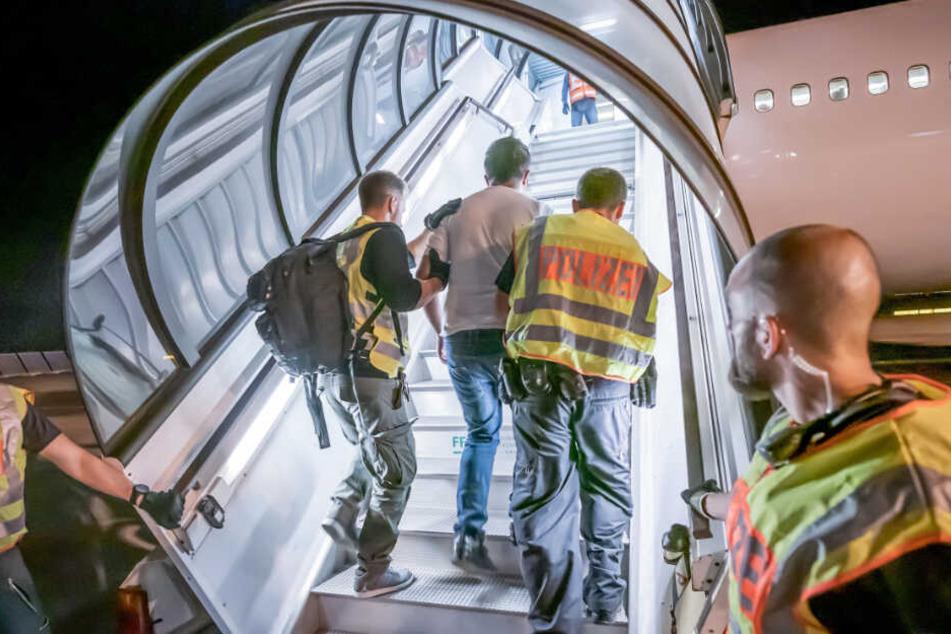 Juli 2019: Ein Afghane wird per Flugzeug nach Kabul abgeschoben.