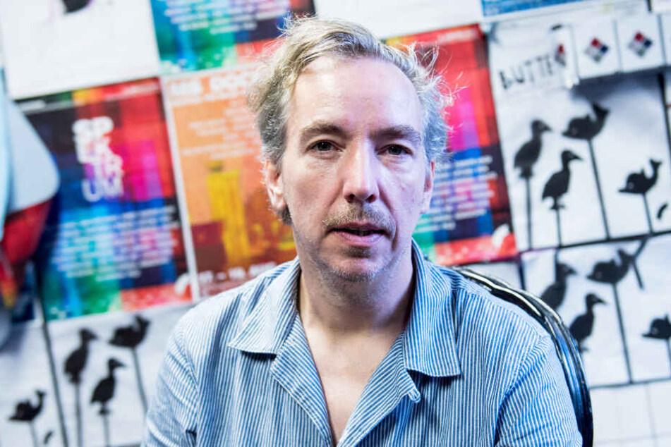 Olli Schulz hat mit Fynn Kliemann das Hausboot vom gestorbenen Sänger Gunter Gabriel gekauft.