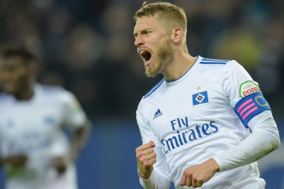 14. Spieltag im Volksparkstadion: Hamburgs Aaron Hunt feiert den Treffer zum 1:1.