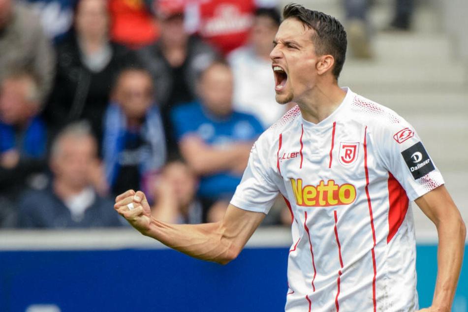 Sebastian Stolze jubelt über seinen Treffer gegen den Hamburger SV.