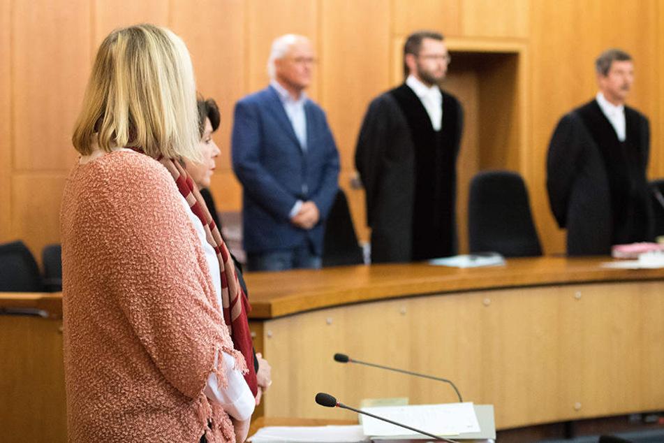 Die Frau ist wegen dreifachen Mordversuchs angeklagt.