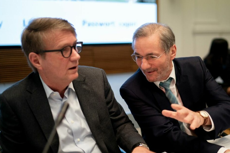 Die Co-Vorsitzenden der Kohlekommission, Matthias Platzeck (SPD, r), und Ronald Pofalla (CDU) eröffnen die Sitzung der Kohlekommission am 25. Januar.