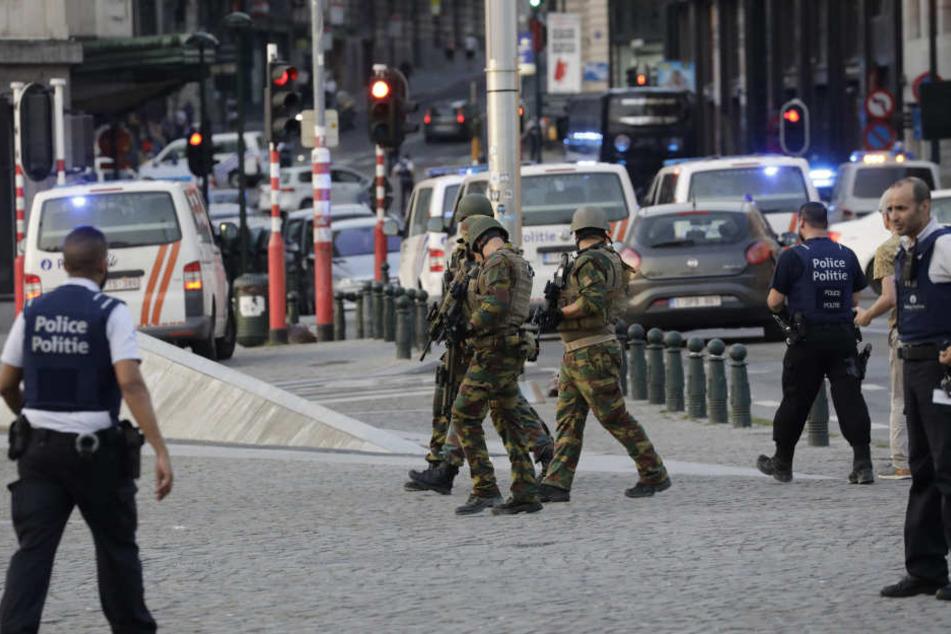 Kurz nach der Explosion im Brüssler Zentralbahnof wurde im Süden des Landes ein verdächtiges Paket entdeckt.