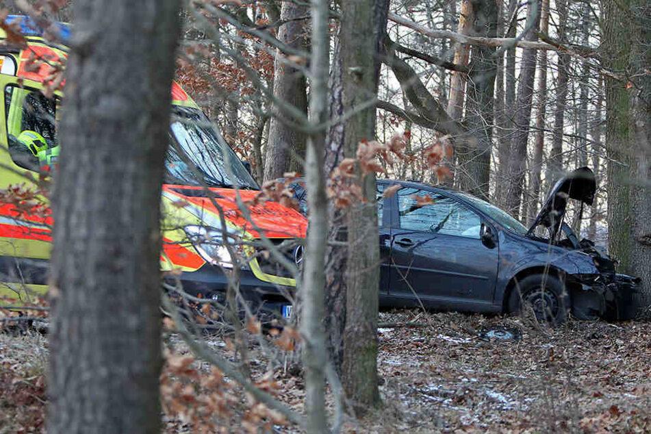 Die Fahrerin des Vw wurde bei dem Unfall schwer verletzt.