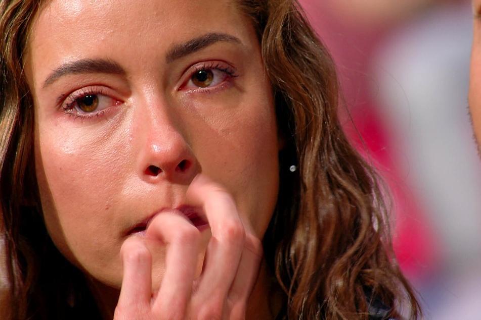 Jennifer (27) kommen die Tränen.