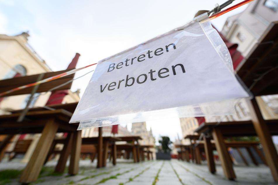 Restaurants in Sachsen, wie hier auf dem Dresdner Neumarkt, sind nach wie vor für den normalen Gästebetrieb geschlossen.