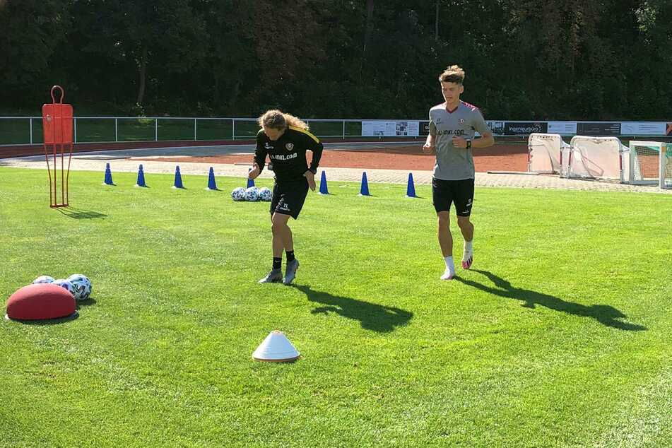 Reha-Training: Jonathan Meier mit Physiotherapeut Tobias Lange.