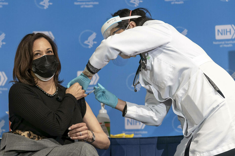 Vaccinations are successfully underway: Kamala Harris received her second dose at the end of January.