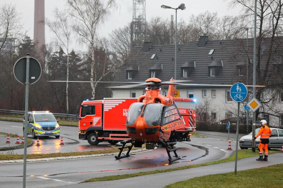 Der schwerverletzte Fahrer (57) des Unfallwagens musste in eine Kölner Klinik geflogen werden.