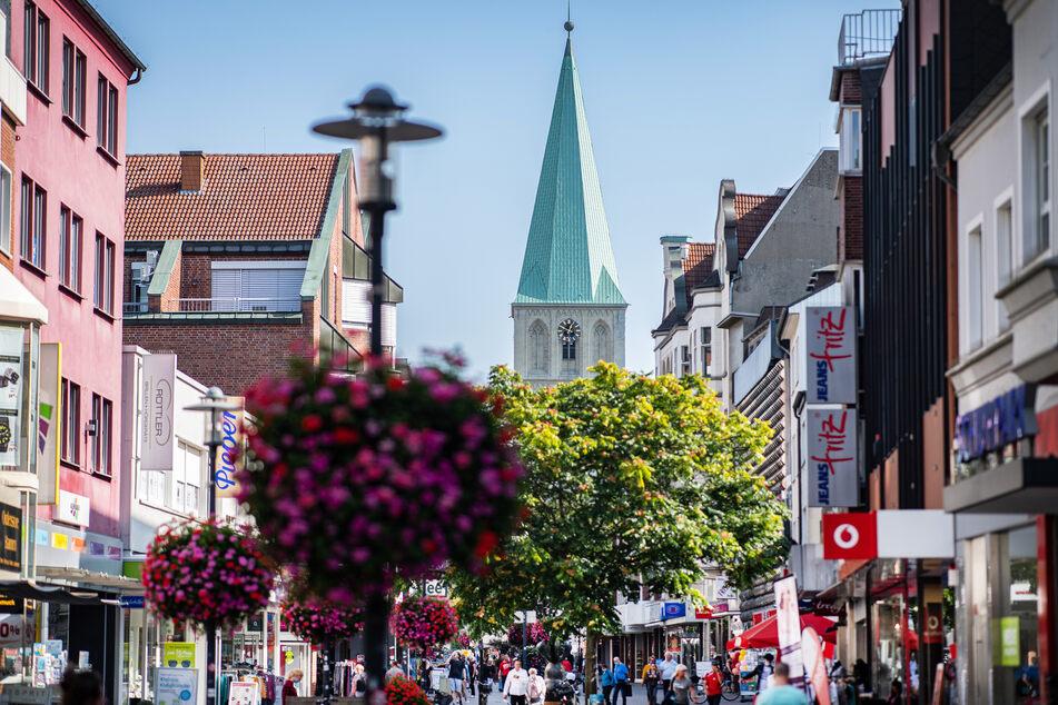 Ein Blick in die Fußgängerzone und der Pauluskirche - in Hamm. In der Stadt gab es zuletzt viele Corona-Neuinfektionen.