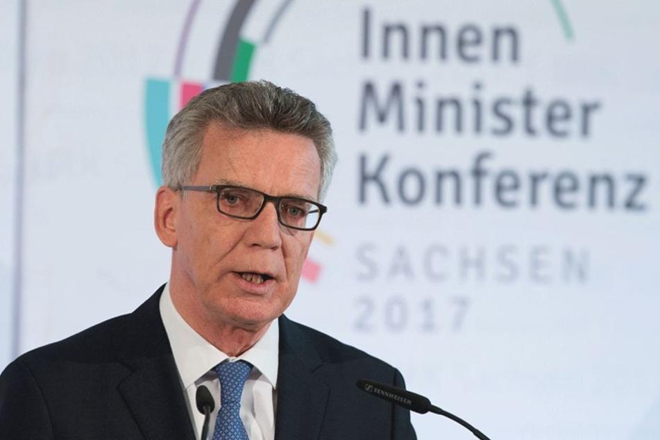 Innenminister Thomas de Maizière kündigte ein neues Modell zur besseren Überwachung von Islamisten mit Terrorgefahr an.